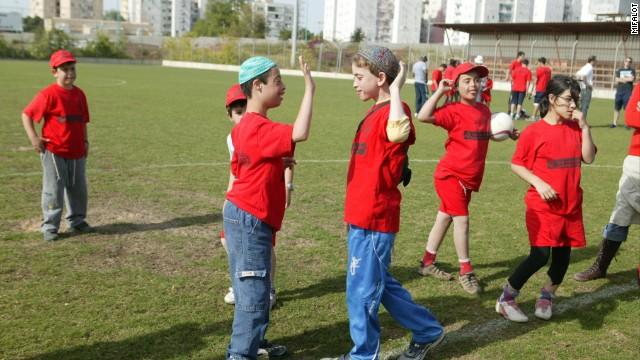 Film Pendek: Lewat Sepakbola Israel - Palestina Berdamai Sejenak