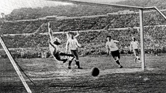 Bawa Bola Sendiri, Uruguay Juarai Piala Dunia 1930