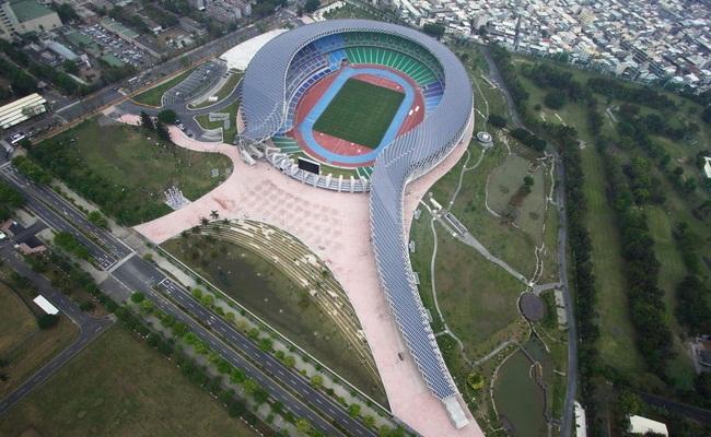 Stadion Bertenaga Surya Pertama di Dunia