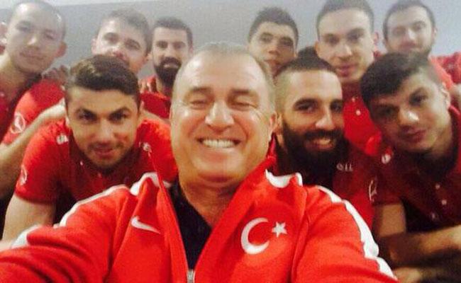 Dan, Fatih Terim Pun Selfie Juga