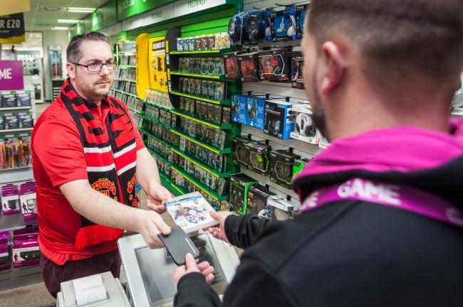 EA Sport Tawarkan Fans MU Barter Tiket dengan Game FIFA 14