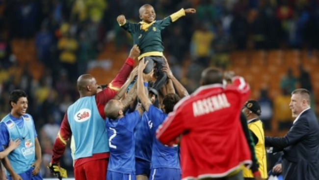 Penonton Cilik Masuk Lapangan Saat Brasil - Afsel, Demi Sang Idola