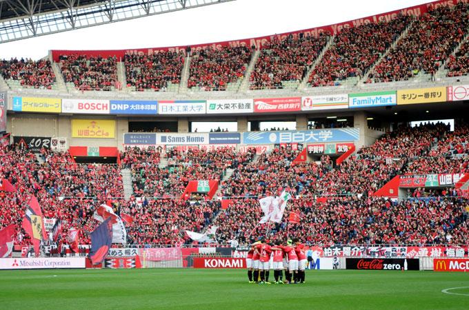 Urawa Red Larang Banner Suporter Menempel di Stadion