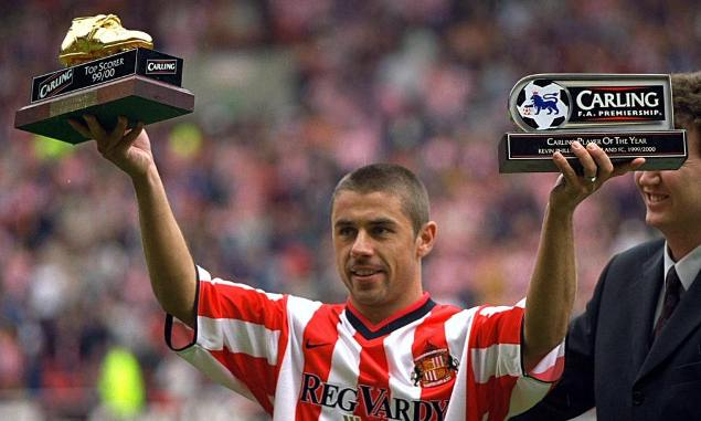 Super Striker Kevin Phillips Gantung Sepatu