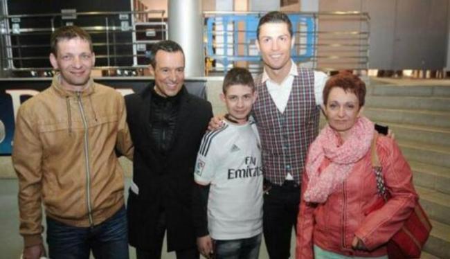 Ronaldo Undang Penggemarnya Yang Sempat Koma