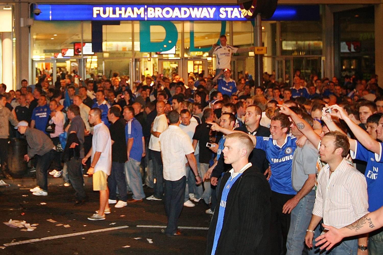 Fans Chelsea Buat Rusuh dan Aksi Rasis di Paris
