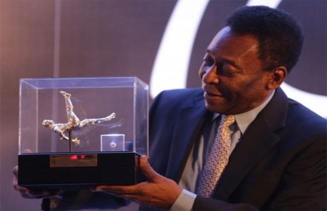 Patung Berlian dengan DNA Asli Pele