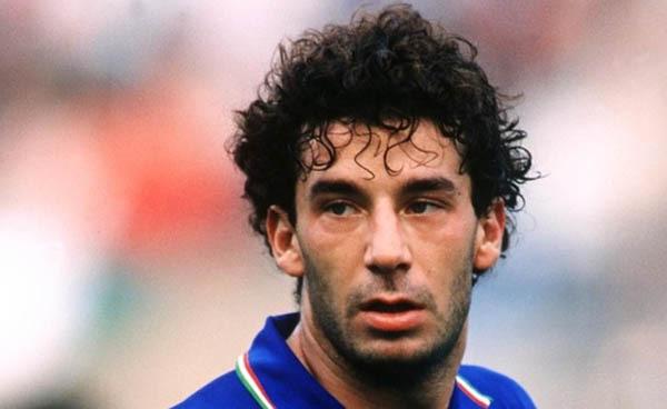The Italian Job (2006) Bedah Kultur Sepakbola Italia dan Inggris Lewat Perjalanan Vialli