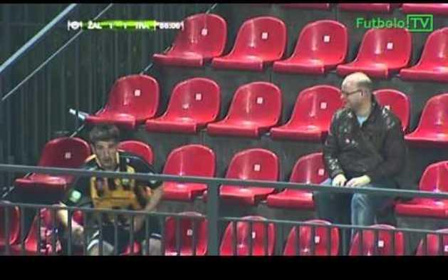 (Video) Merayakan Gol dengan Berpura-pura Menjadi Penonton