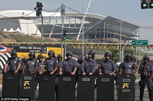 Semarak Demonstrasi Saat Piala Dunia Tinggal Menghitung Hari