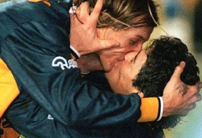 Ciuman-Ciuman dalam Sepakbola