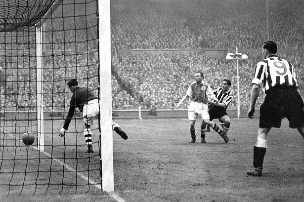 On This Day 1952, Dendam Arsenal yang Gagal Terbalaskan