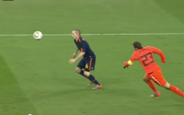 Hukum Newton pada Gol Iniesta di Final Piala Dunia 2010