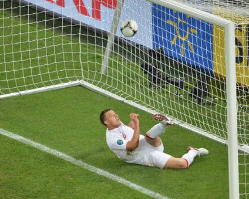 On This Day 2012, Kemenangan Inggris yang Diwarnai Kontroversi