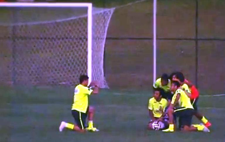 Neymar dan Simpatinya pada Fans Cilik