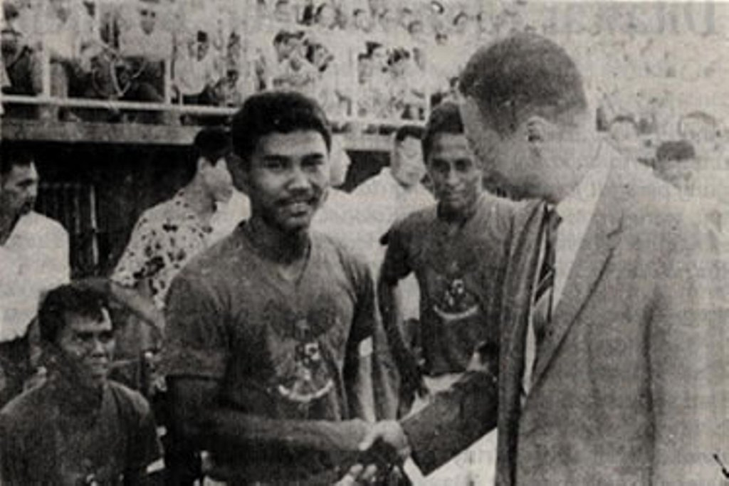 On this day 1965, Kisah Guus Hiddink dan Soetjipto Soentoro di Belanda