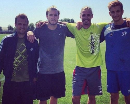 Bendtner Tawarkan Diri Lewat Instagram