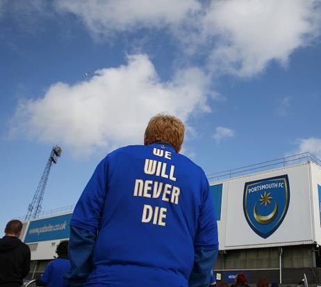 Fans Portsmouth Menunjukkan Bahwa Kesetiaan Sejati ada di Sepakbola